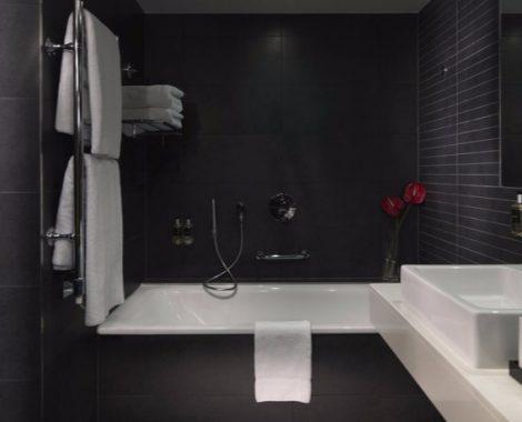 Guildford Hotel Bathroom